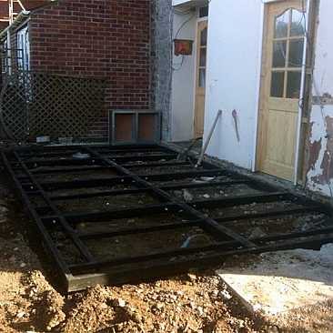 Lean-to steel base conservatory